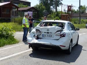 În urma izbiturii puternice din spate, autoturismul VW Passat a fot grav avariat