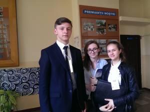 """Elevi de la Colegiului """"Eudoxiu Hurmuzachi"""" Rădăuţi, pe podiumul dezbaterilor academice"""