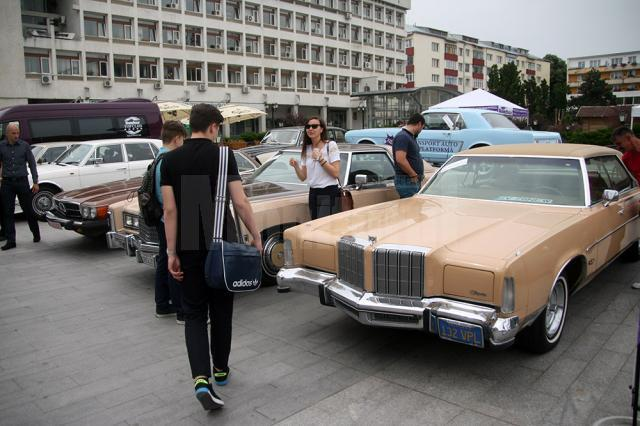 Maşinile de epocă, una dintre atracţiile Salonului Auto Bucovina