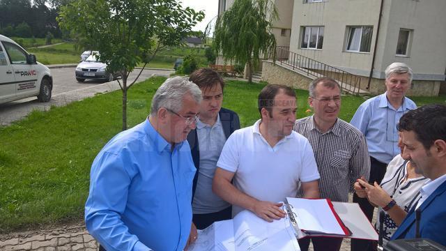 Ion Lungu a fost ieri şi a examinat planurile celor două blocuri, care vor fi edificate în apropierea altor locuinţe similare, în zona Metro