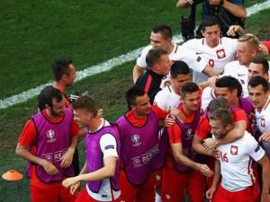 Polonia a trecut în premieră de faza grupelor la Euro