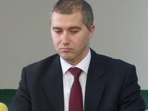 Administratorul public al judeţului, Ionuţ Adomniţei, şi-a anunţat, joi, demisia din această funcţie deţinută în Consiliul Judeţean Suceava