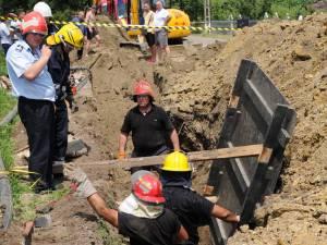 Un bărbat a murit după ce un mal de pământ s-a surpat peste el