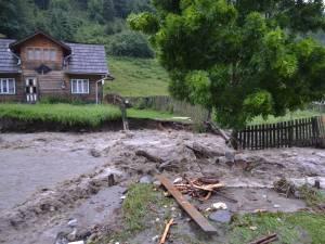 Intervenţii ale pompierilor militari suceveni, în urma ploilor de luni
