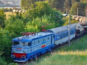 Trenul cu tancuri, între Suceava şi Suceava Vest. Foto: Andrei Bîrsan