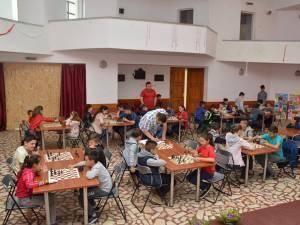 Peste 60 de copii au participat la un concurs de sah la Cajvana