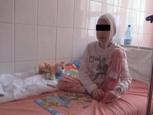 Adina, în 2013, cântărea doar 16 kilograme, după ce fusese hrănită toată viaţa ei numai cu lapte şi apă cu zahăr