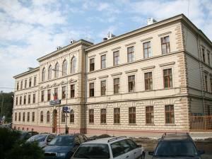 """O elevă de la Colegiul Naţional """"Ştefan cel Mare"""" din Suceava, Elena Sabina M. Cozmei, şi un elev de la Şcoala Gimnazială Nr. 1 Suceava, Călin C. Stafie, au obţinut media 10 la evaluarea naţională"""