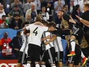 Pentru prima oară în istorie, Germania a eliminat Italia la un turneu final, după 9 încercări Foto: digisport.ro
