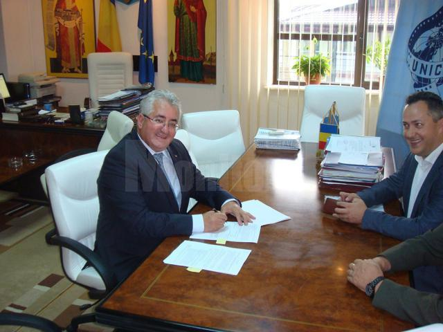 Semnarea contractului pentru modernizarea iluminatului public