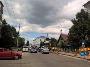 Mai multe străzi principale din Rădăuţi au intrat în ample operaţiuni de asfaltare