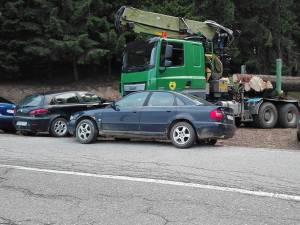 Cele trei maşini care au blocat autovehiculul greu cu care s-a făcut confiscarea