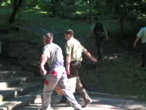Acţiune de igienizare în Parcul Şipote, făcută de Direcţia Silvică, Primăria Suceava şi ISU Suceava