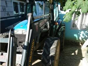 Tractorul de 18.000 de euro, furat de angajaţi