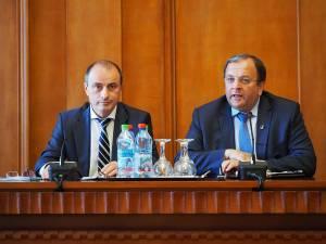 Ministrul Agriculturii, Achim Irimescu, şi preşedintele Consiliului Judeţean Suceava, Gheorghe Flutur