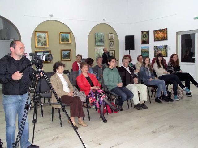 """Vernisajul Salonului de vară al artiştilor plastici amatori din judeţul Suceava, la Casa de Cultură """"Platon Pardău"""""""
