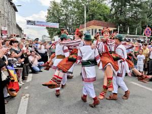 """Parada ansamblurilor la Festivalul """"Întâlniri Bucovinene"""""""