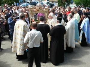 Pe străzile Fălticeniului a fost purtată racla cu Sfintele Moaşte ale Sfinţilor Epictet şi Astion