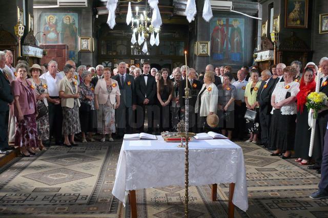 """28 de cupluri din Fălticeni au sărbătorit """"Nunta de aur"""""""