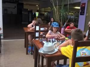 Elevi de la Palatul Copiilor, premiaţi la un concurs naţional de şah, desfăşurat la Vaslui
