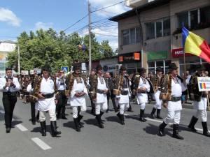 """Festivalul """"Întâlniri Bucovinene"""" a început în """"orașul de sub geana Rarăului"""""""