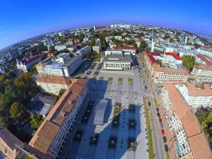 Aproape 18.000 de apartamente din municipiul Suceava racordate la sistemul centralizat de termoficare vor rămâne, începând de astăzi, fără apă caldă la robinete