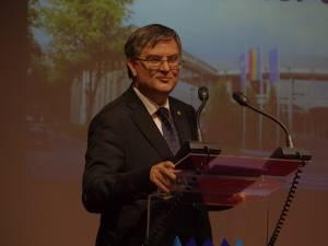Ministrul Educaţiei, universitarul Mircea Dumitru
