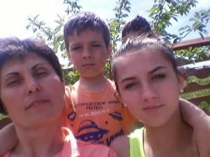 Mihaela Divisevici împreună cu copiii