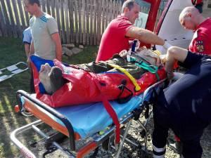 Bărbatul a fost salvat după o noapte petrecută în râpă
