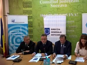 Prefectul Constantin Harasim, comisarul-şef Octavian Melintescu de la DGA, preşedintele CJ, Gheorghe Fluture, şi Iuliana Iliescu, Asociaţia Pro Democraţia
