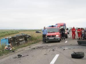 La faţa locului au fost trimise două maşini SMURD şi două ambulanţe