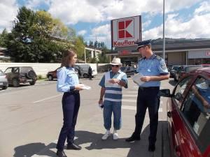 Poliţiştii au distribuit peste 1.000 de materiale având caracter informativ