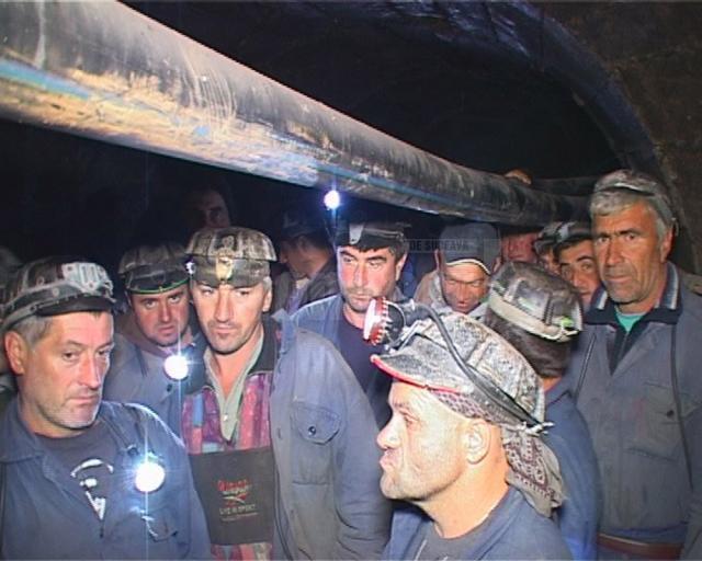 Acţiunea de protest a ortacilor de la Mina de Uraniu de la Crucea-Botuşana a continuat şi ieri