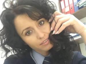 Agentul principal Violeta Covaliu a revenit la serviciu după trei luni şi jumătate de când a fost rănită grav într-un accident rutier, în timpul urmăririi unui şofer fără permis  Foto: botosaneanul.ro