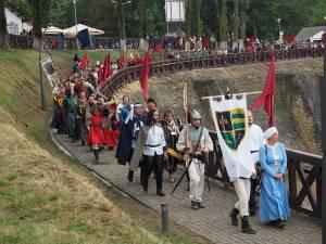 Alaiul trupelor medievale care susţin reprezentaţii la cel mai mare festival de gen din ţară