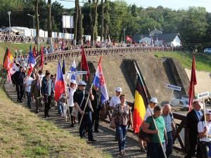 Reprezentanţii celor 30 de ţări participante la UNICA au defilat cu steagurile naţiunilor înscrise la festival