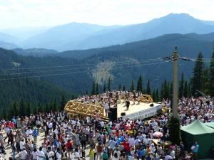 """""""Sărbătoarea Muntelui"""", într-un cadru de poveste, în prezenţa a sute de spectatori"""