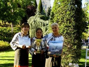 Iulia Brumă, de la Palatul Copiilor Suceava, profesor îndrumător Olga Marcela Reuţ, a obţinut Trofeul Festivalului la secţiunea Meşteşuguri