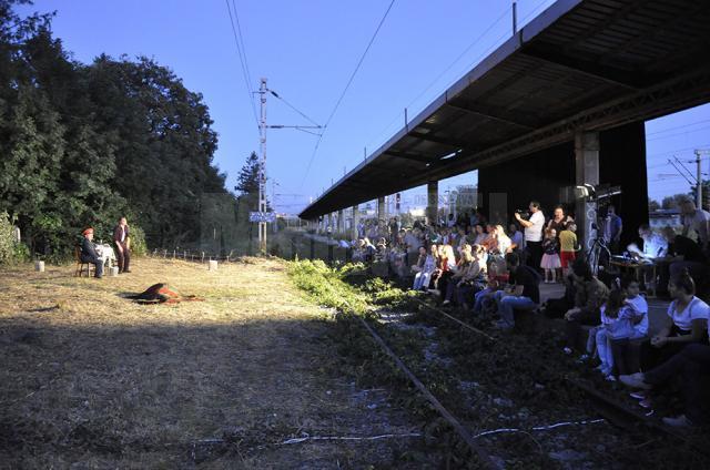 """""""Trenul de noapte"""" s-a jucat în zona Gării Burdujeni cu peronul plin"""
