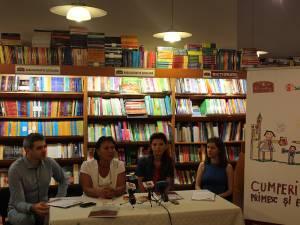 """Cezar Căilean, Lena Ailincă, Anca Gutt și Cătălina Biholar la lansarea campaniei """"Cumperi tu, primesc și ei!"""""""