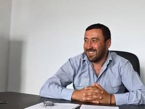 """Primarul Petrică Valentin Luţa: """"Tinerii au solicitat concesionări de terenuri pentru diverse investiţii"""""""