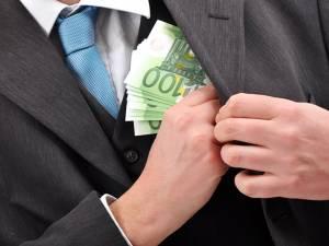 Suma cea mai mare, de 1.600 de euro  a fost primită de Marius Smadici de la un tânăr care dorea ajutor şi la proba psihologică şi la cea sportivă - Foto-ebihoreanul.ro