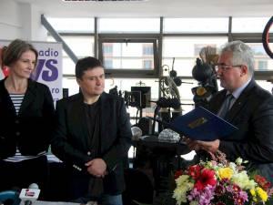 Ion Lungu i-a acordat reputatului regizor o diplomă de excelență pentru contribuția la dezvoltarea și promovarea filmului românesc