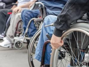 Numărul total al adulţilor cu handicap din judeţ depăşeşte 19.000 de persoane Foto: jurnalul.ro