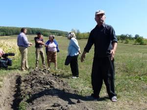 Petru Cucos, vecinul care nu îl lasă să treacă cu piciorul pe pământul său pe cumătrul Mihai Păduraru