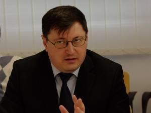 Ieri, doctorul Tiberius Brădăţan a refuzat orice comentariu legat de demisie/demitere sau de continuarea activităţii ca medic de urgenţă în cadrul spitalului public