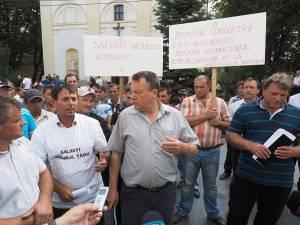 Protestul minerilor în fața Prefecturii