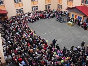Unităţile şcolare vor organiza astăzi festivităţi care marchează debutul noului an şcolar