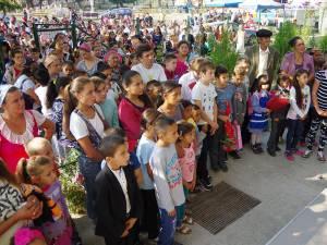 Copii, părinţi și bunici, în prima zi de școală