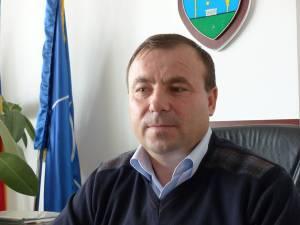 Tomiţă Onisii, primarul din Liteni, nu şi-a ascuns bucuria vizavi de această soluţie